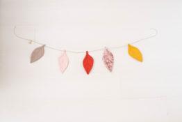 guirlande feuilles céleste-rose boho